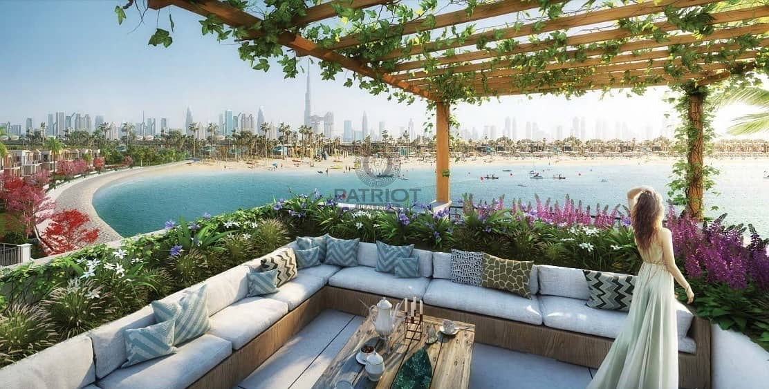 14 Luxury Beachfront Townhouse in a Unique Location with Dubai Skyline View