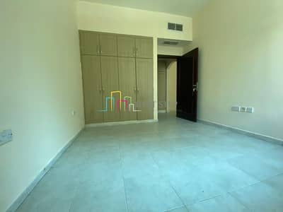 1 Bedroom Flat for Rent in Tourist Club Area (TCA), Abu Dhabi - Perfectly Priced 1 Bedroom with Balcony And Wardrobes