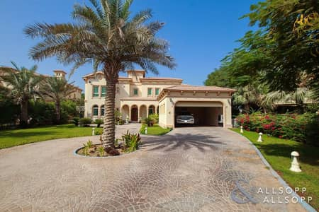 5 Bedroom Villa for Sale in Jumeirah Islands, Dubai - Exclusive | Fully Upgraded | 4 Bedrooms