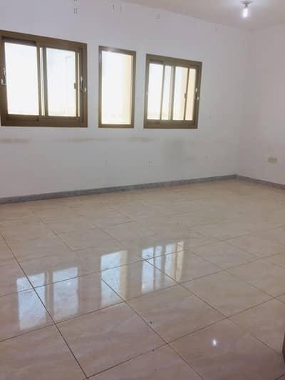 شقة 3 غرف نوم للايجار في مصفح، أبوظبي - شقة في شعبية مصفح 3 غرف 60000 درهم - 4521736