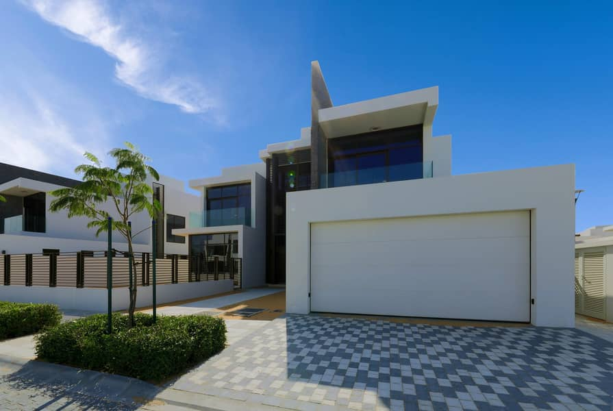 Contemporary Villa : Brand New Community