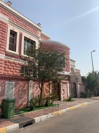 فیلا 8 غرف نوم للايجار في المشرف، أبوظبي - فیلا في المشرف 8 غرف 440000 درهم - 4522097