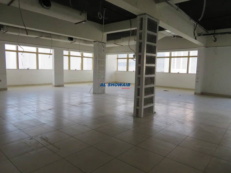 5 1440 Sq ft Office  Opp HSBC Bank Bollywood Building