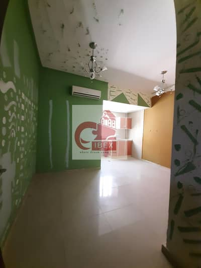 استوديو  للايجار في مويلح، الشارقة - Lavish offer studio only 11k well designed family building at prime location