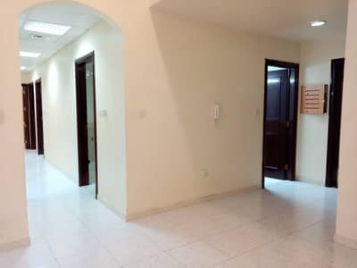 3 Bedroom Flat for Rent in Mussafah, Abu Dhabi - Hot offer 3BHK Apartment With 3 Bathroom Central AC For Rent In Shabiya