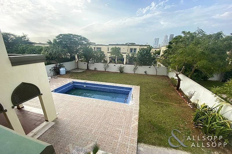 2 Great Location | Vacant Now | Skyline View