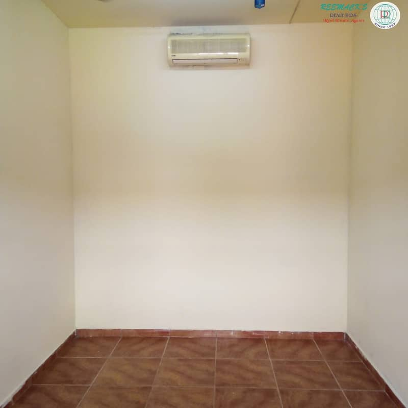 11 Multiple rooms available. Monhtly/Yearly basis