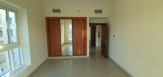 FULL FACILITIES BUILDING 2 BEDROOM WITH BALCONY RENT IN  PHASE 2