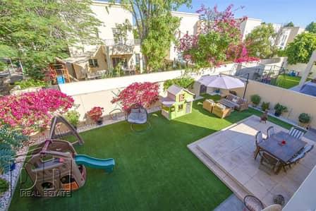 فیلا 4 غرف نوم للبيع في البحيرات، دبي - Immaculate Upgraded 4 bed on the pool and park