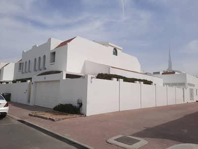 فیلا 4 غرف نوم للايجار في جميرا، دبي - فيلا ضمن مجمع فلل في جميرا الثانية بسعر مميز وفترة سماح تتألف من ٤ غرف نوم وصالتين ومسبح وملعب تنس مشترك