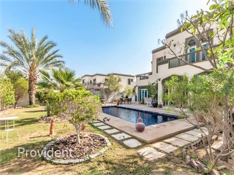 2 Awe-inspiring 5 b/r Exceptional Family Home