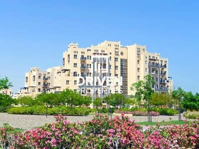 1 Bedroom Flat for Rent in Remraam, Dubai - Well-maintained and Modern 1 Bedroom Apt