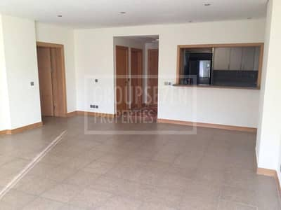 1 Bedroom Flat for Sale in Palm Jumeirah, Dubai - Well priced Shoreline 1 BR Apartment  Sale
