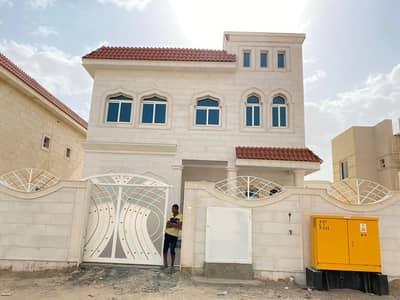 فیلا 5 غرف نوم للايجار في حوشي، الشارقة - فیلا في حوشي 5 غرف 100000 درهم - 4365956