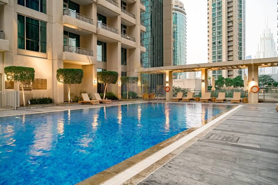 27 Fully Furnished & Spacious | Vacant | Fountain View | 2BR+2 Balconies