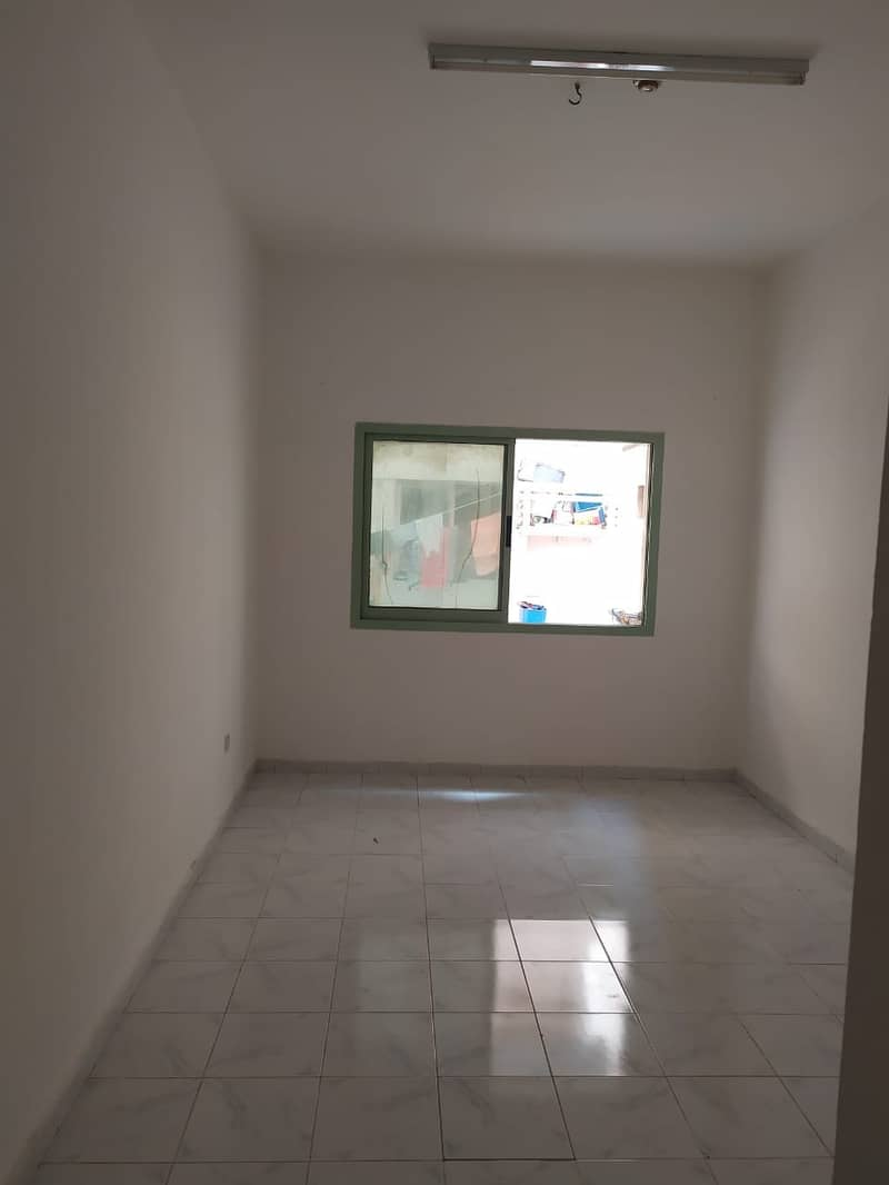 SPACIOUS STUDIO FOR EXCITING PRICE WITH CLOSED KITCHEN