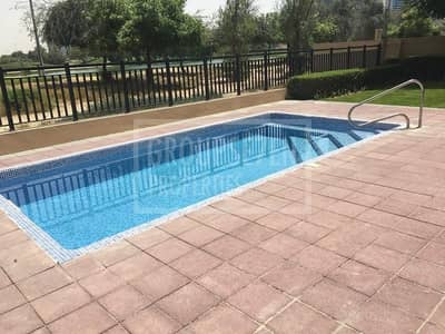 فیلا 4 غرف نوم للايجار في البرشاء، دبي - Excl Villa 4 BR with pool and city view in Barsha