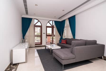 فیلا 4 غرف نوم للبيع في عقارات جميرا للجولف، دبي - Exclusive|Classical 4-Bed Villa With Lake View