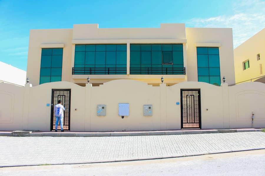Prime Spot ! Spacious !! 4 Bedroom Villa for rent in Khuzam