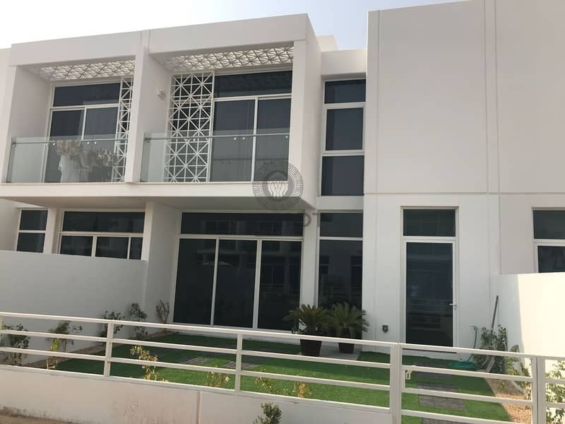 17 3BHK + Maids   Back to Back   Close to Pool Park