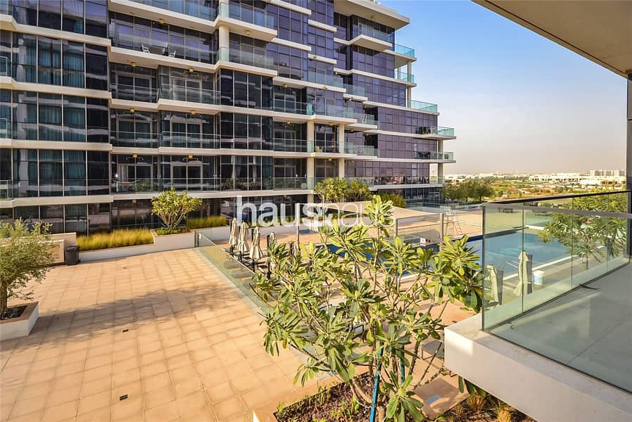 Spacious One Bed | Open Plan | Pool View |
