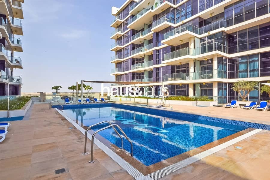 10 Spacious One Bed | Open Plan | Pool View |