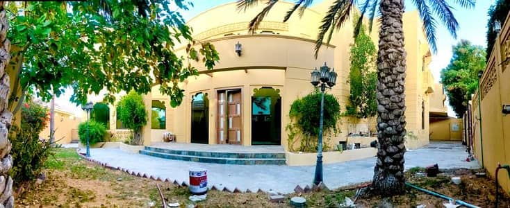 Luxury 6 Bedroom independent villa with pvt pool and garden in Jumeirah 1