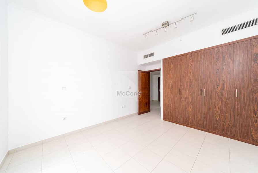 16 High Floor / Bright and Spacious / Vacant Now