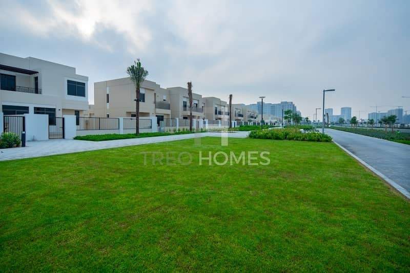 10 Brand New 4 bedroom townhouse with Maids