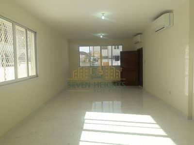 فیلا 5 غرف نوم للايجار في شارع المطار، أبوظبي - Big and nice 4br villa in airport road abu Dhabi brand new