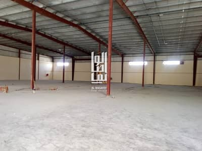Warehouse for Rent in Al Quoz, Dubai - A HUGE BRAND NEW INSULATED WAREHOUSE/CLOSE TO THE MAIN ROAD/30AED/SQFTS/HIGH POWER