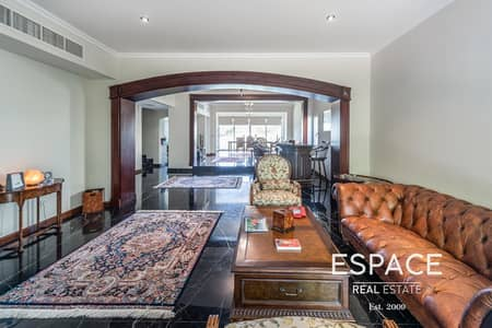Community Expert-Lake View- Private Pool