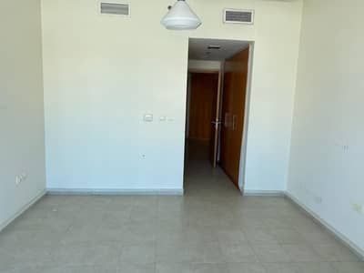 فلیٹ 1 غرفة نوم للايجار في أبراج بحيرات الجميرا، دبي - Spacious One Bedroom for rent in Madina Tower