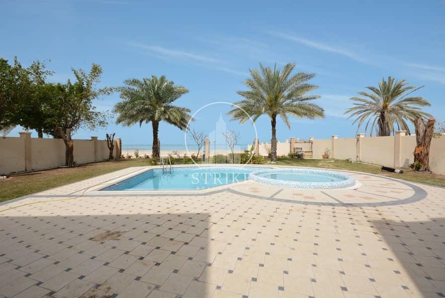 25 Best Price | Massive Garden | Private Pool & Jacuzzi