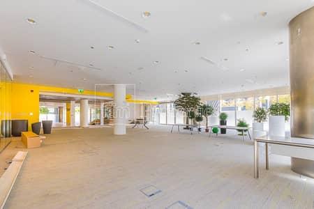 محل تجاري  للايجار في وسط مدينة دبي، دبي - Lage Retail Space in Emaar Square | Vacant