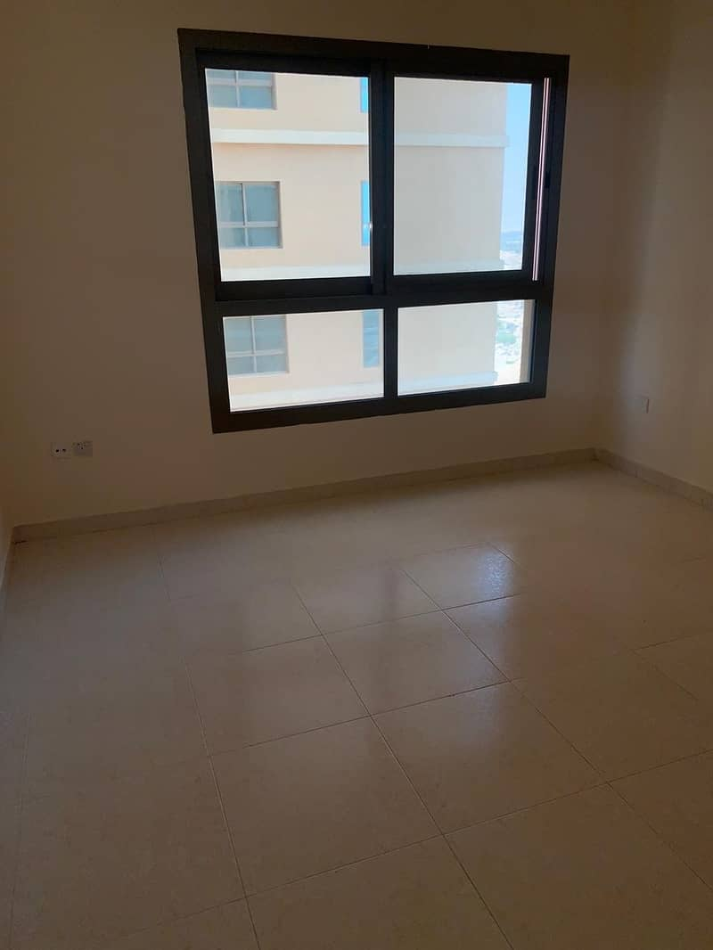 1 Bed room Hall For Rent With Closed Kitchen Only 15000/- AED