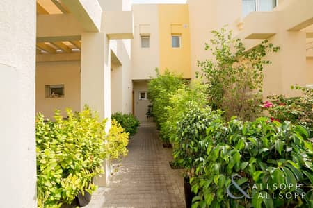 3 Bedroom Villa for Sale in The Lakes, Dubai - Upgraded | Vacant on Transfer | C Middle