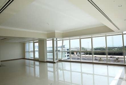 شقة 3 غرف نوم للايجار في الطريق الشرقي، أبوظبي - living hall