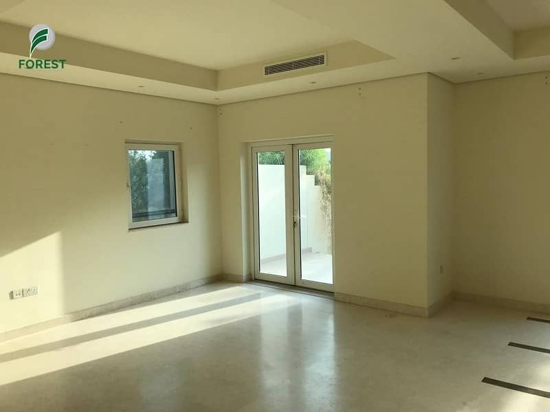 Spacious 3 Bedroom Townhouse with Balcony View