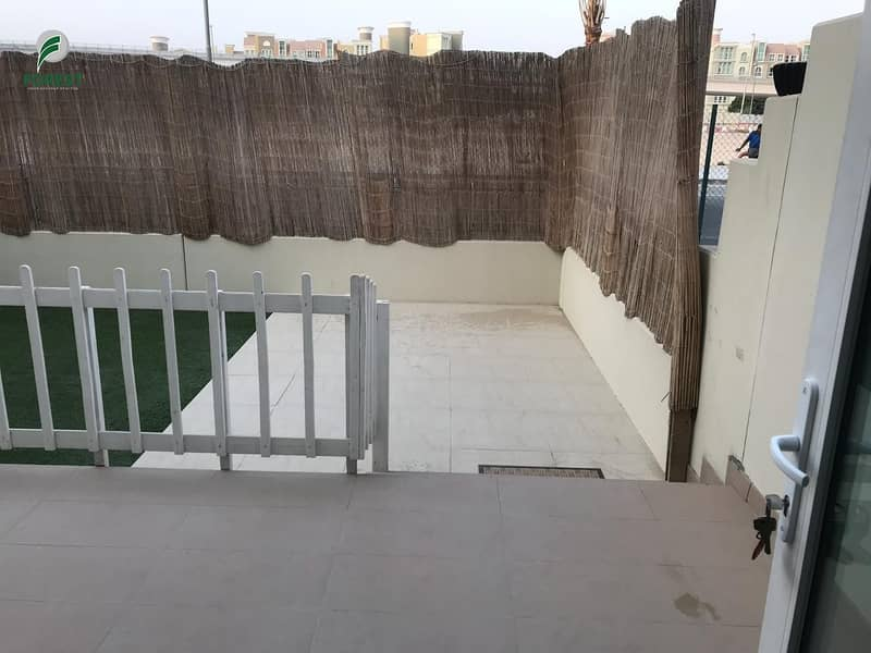 14 Spacious 3 Bedroom Townhouse with Balcony View