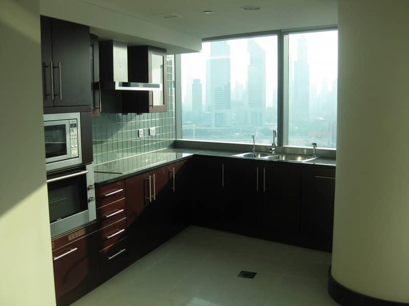 Majestic Mid Floor Unit Luxurious Building
