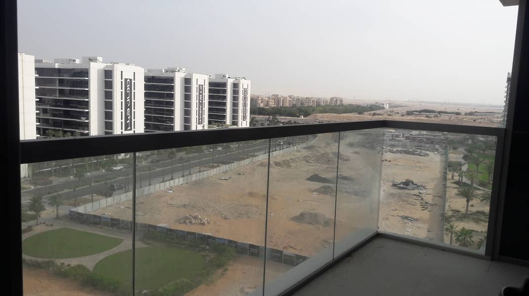 10 Spacious Studio in Golf Horizon with Nice Balcony