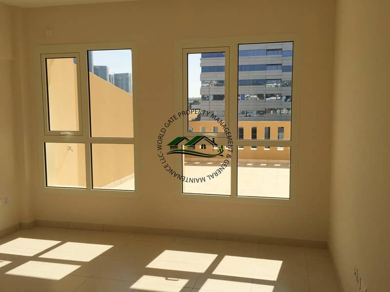 2 12 cheques l Huge Balcony l Free Amenities & Parking