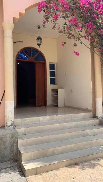 3 Bedroom Villa for Rent in Al Rawda, Ajman - For rent villa ground floor in the area of Rawda very excellent Super Deluxe finishes is present all facilities and services The villa consists of 3 rooms, a board and a hall with air conditioners Super Deluxe finishes
