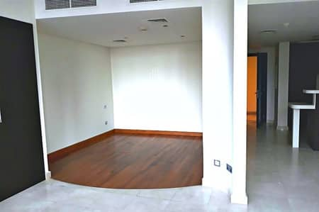 Studio for Rent in DIFC, Dubai - 4 Chqs Separate Bedrooms Layout Multiple Unit