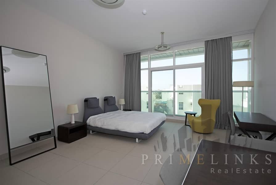 Studio Close Burj Al Arab Furnished with Balcony