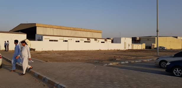 Industrial Land for Rent in Mussafah, Abu Dhabi - ** NO COMMISSION DIRECT LANDLORD** GREAT PLOT GOOD FOR SERVICE CENTER IN MUSSAFAH