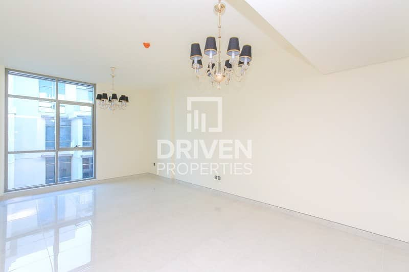 Bright and Spacious  1 Bedroom Apartment