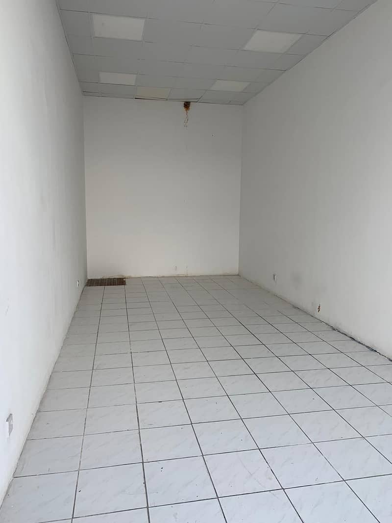 4 Cazy showroom available for rent in Al Kifaf