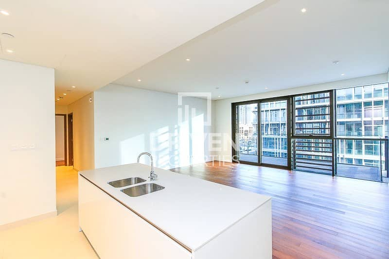 2 Stunning and High Floor Unit   Arena View